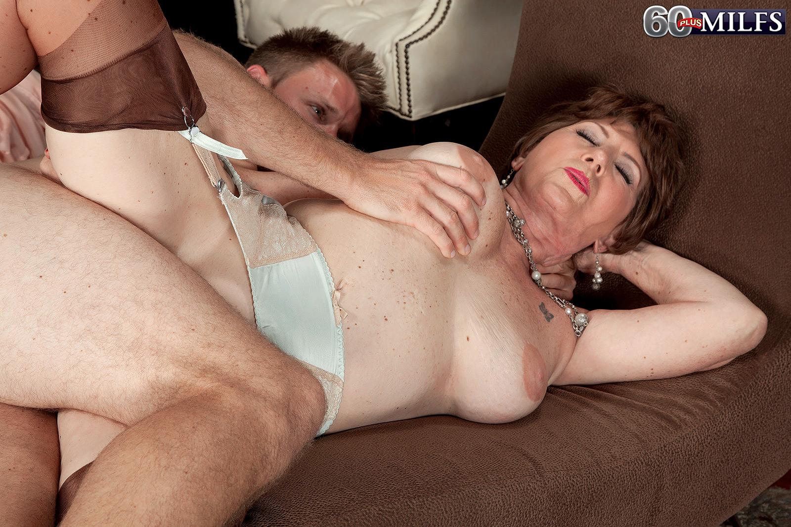 Старухи порно дома 11 фотография