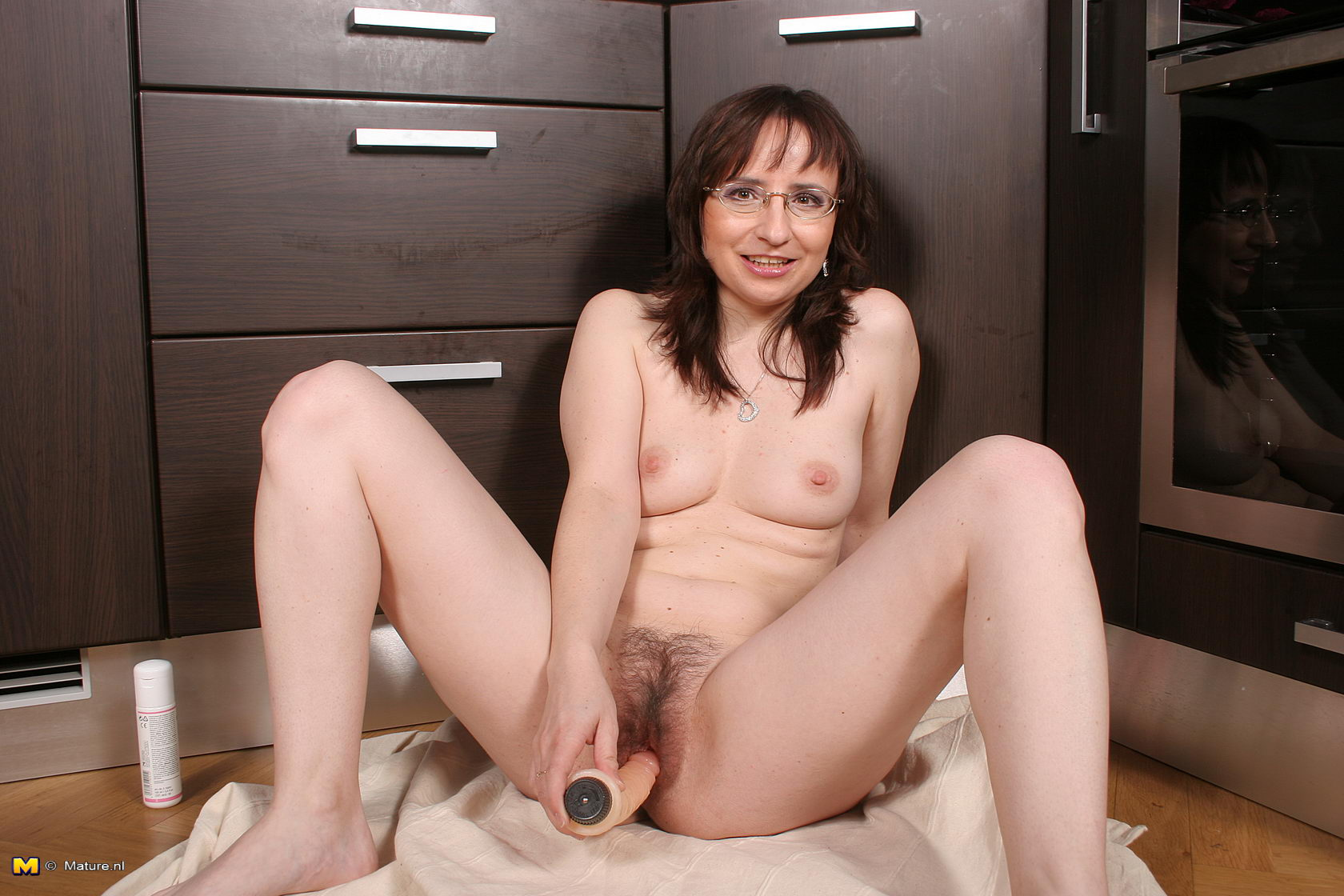 Kinky mature mother playing with herself