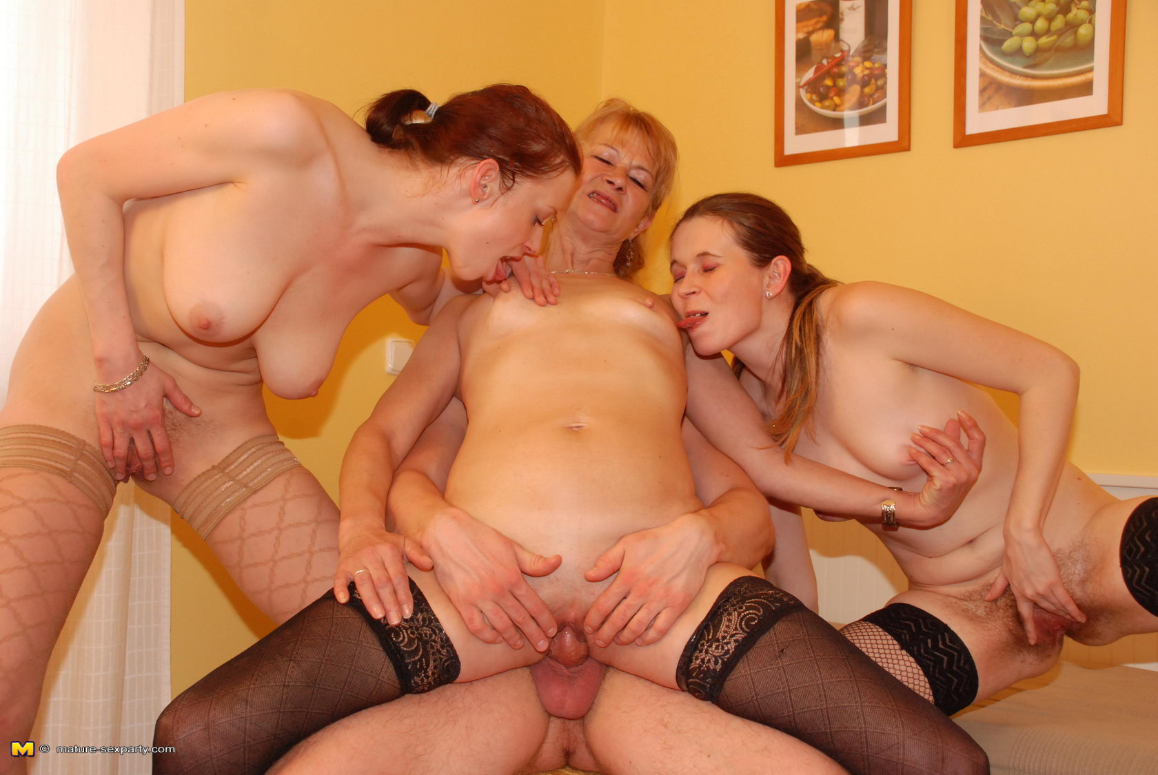 one dude to fuck three mature ladies