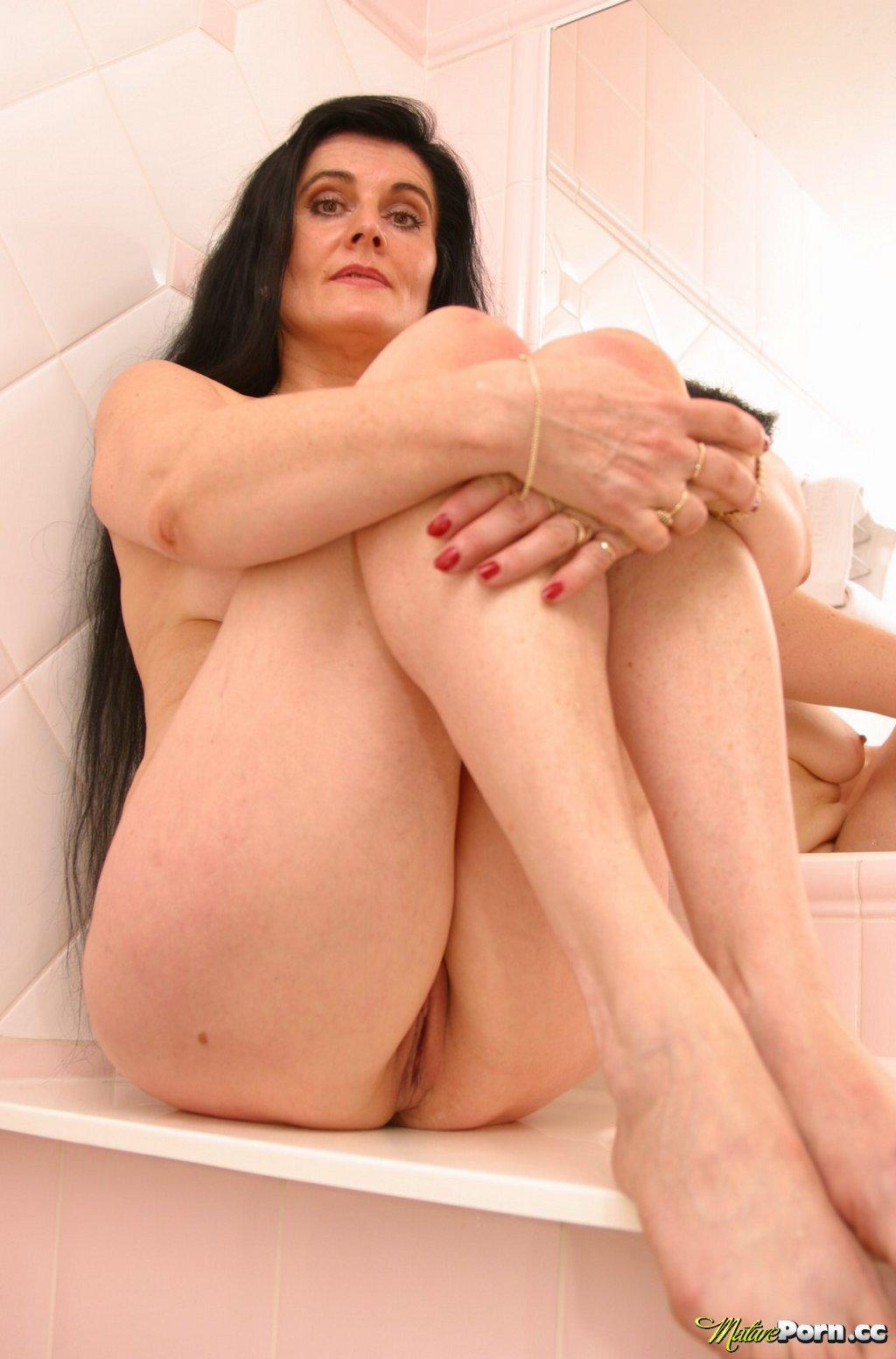 brunette pussy Mature
