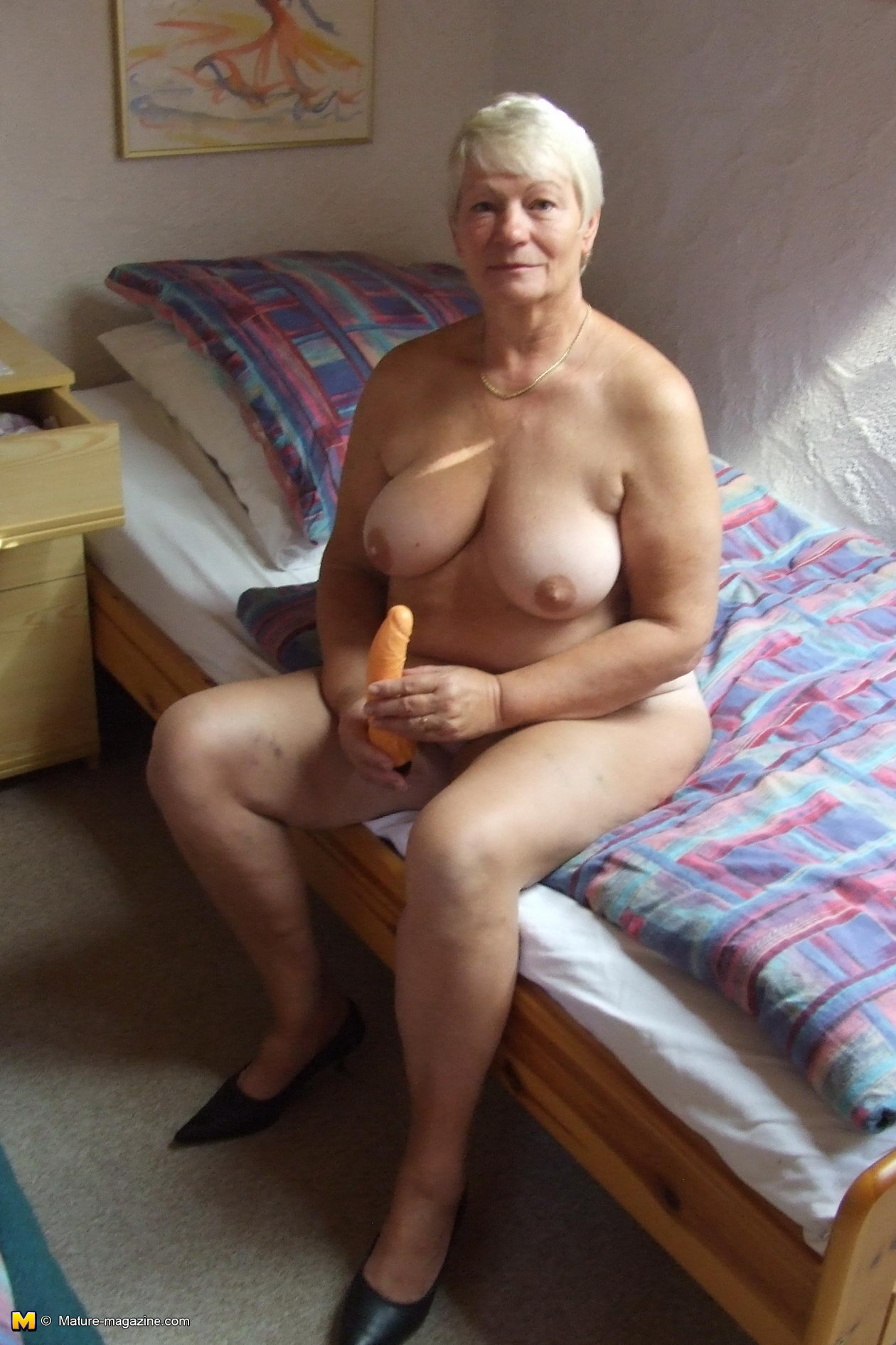 Slut with short hair sucks cock 3