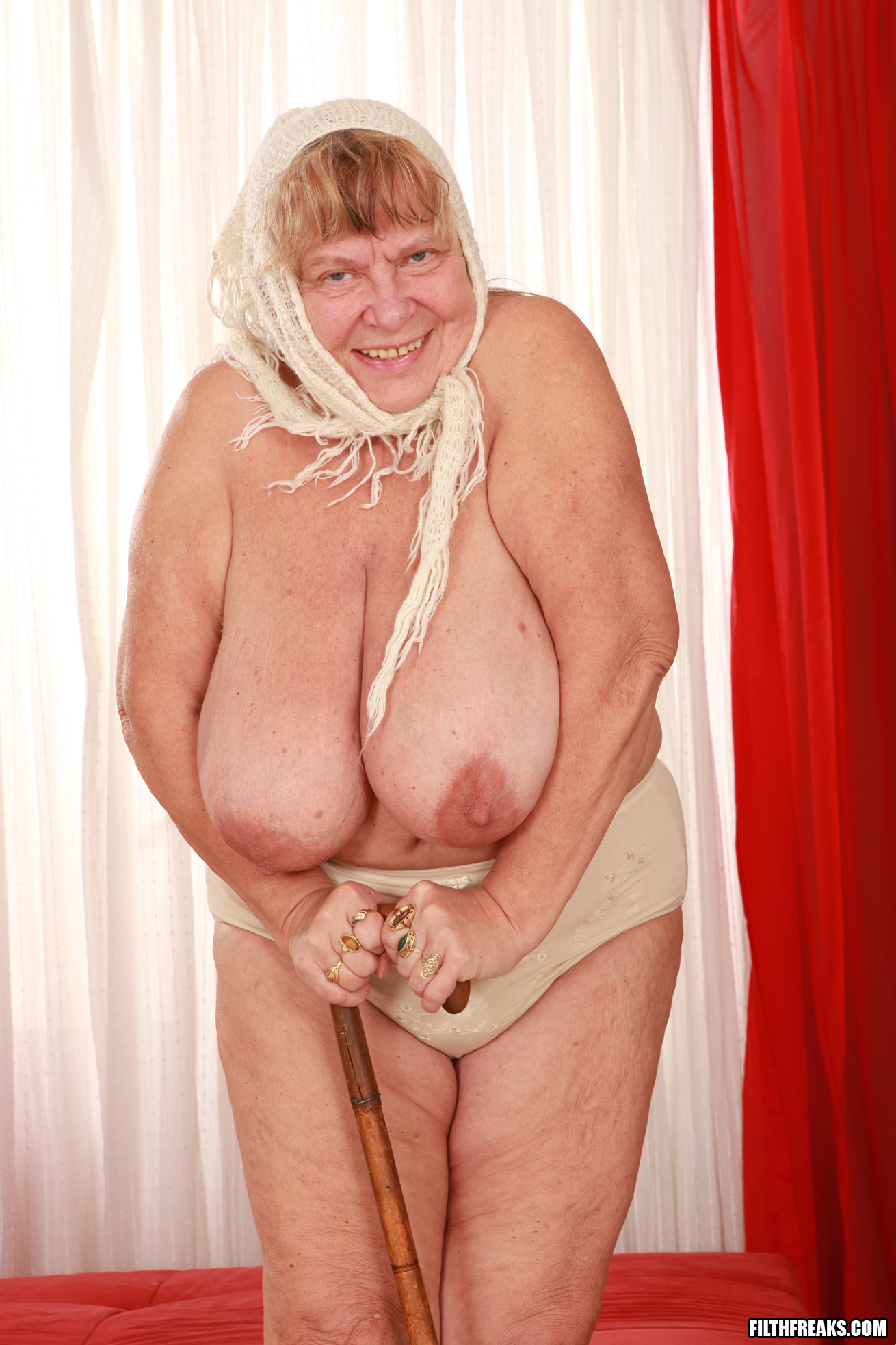 Сиськастые старушки порно фото — pic 3