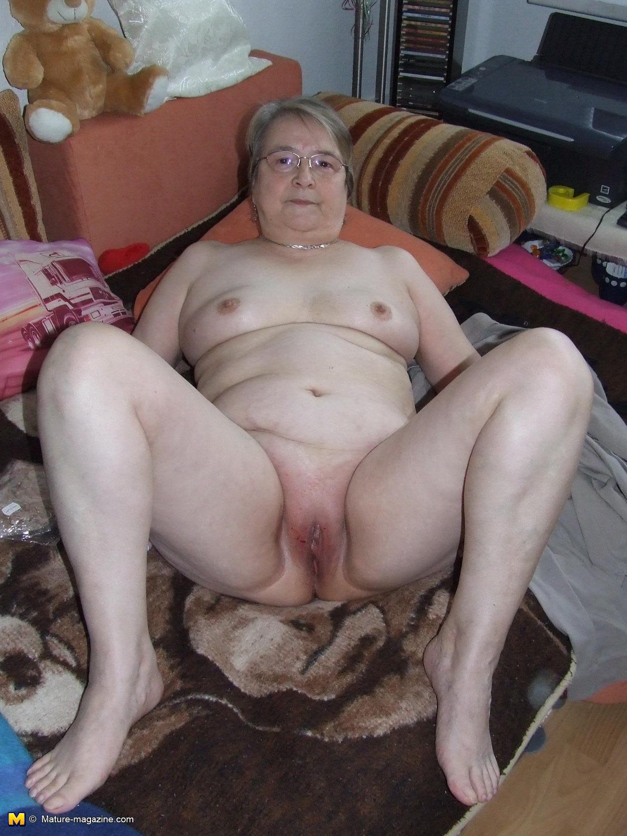 Granny posing nude